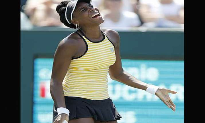 venus williams ousted at family circle cup