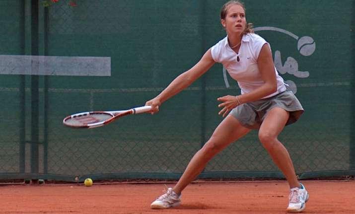 voegele defeats zakopalova in 1st round in linz