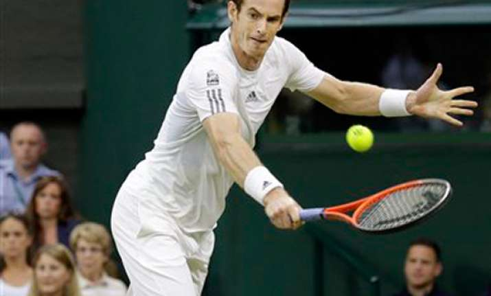 wimbledon andy murray enters fourth round giant killer
