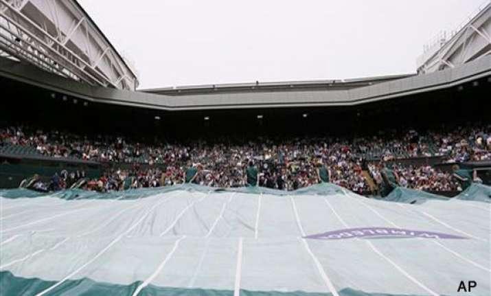 wimbledon roof shut over centre court