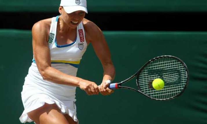 zvonareva defeats pervak to win baku cup final