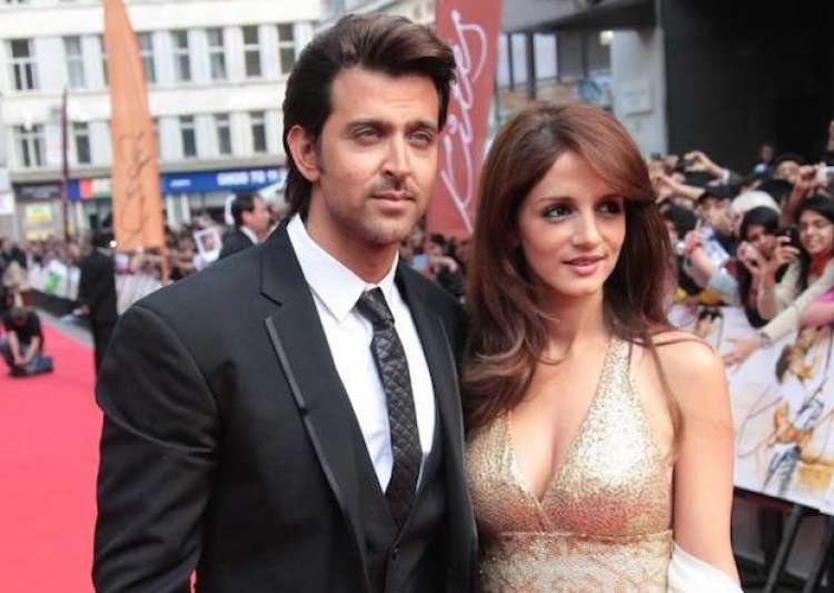 5 Bollywood celebrities who proposed their better halves in a filmy style! 7