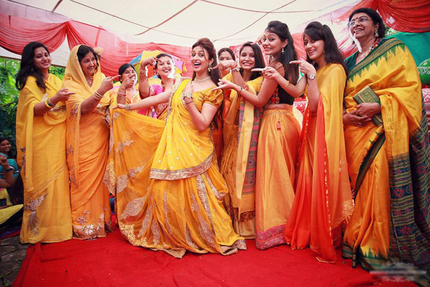 Divyanka Tripathi Mehndi Ceremony : Bride to be divyanka tripathi looks stunning at her haldi and
