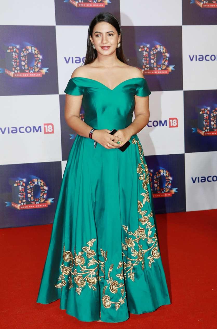 Mukesh Ambani, Malaika Arora and TV celebs grace the red carpet of ...