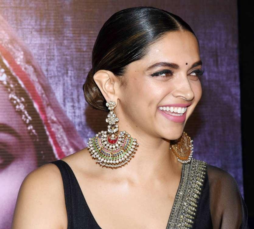 Pics: Deepika Padukone looks stunning at the 3D trailer launch of Padmavati- India TV News