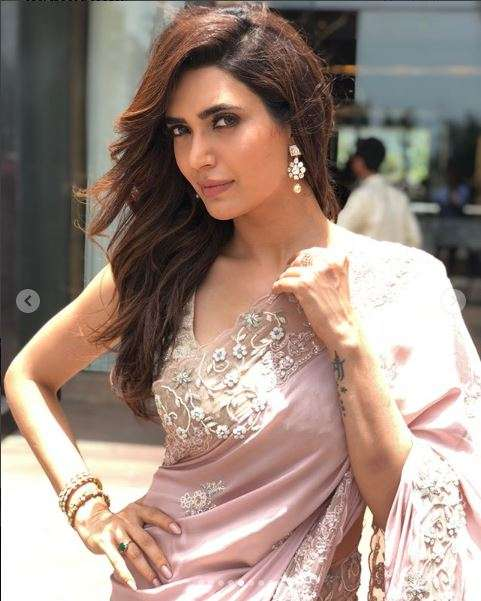 In Pics Karishma Tanna Oozes Elegance In Pastel Pink Saree For