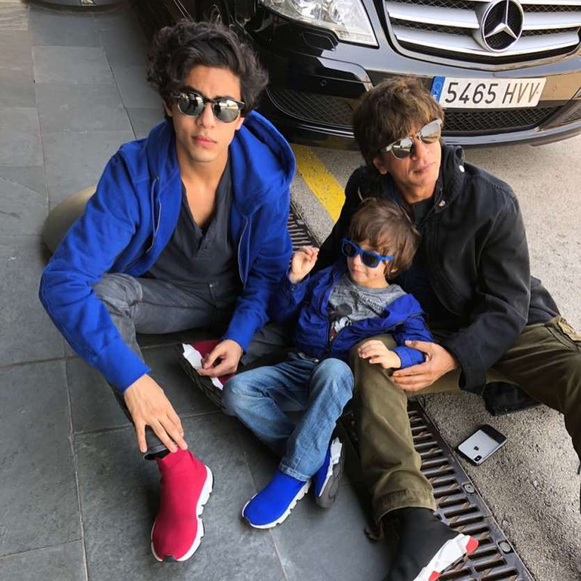 Shah Rukh Khan, Gauri Khan, Suhana Khan Family Pictures - Bollywood  Celebrities Latest Photos