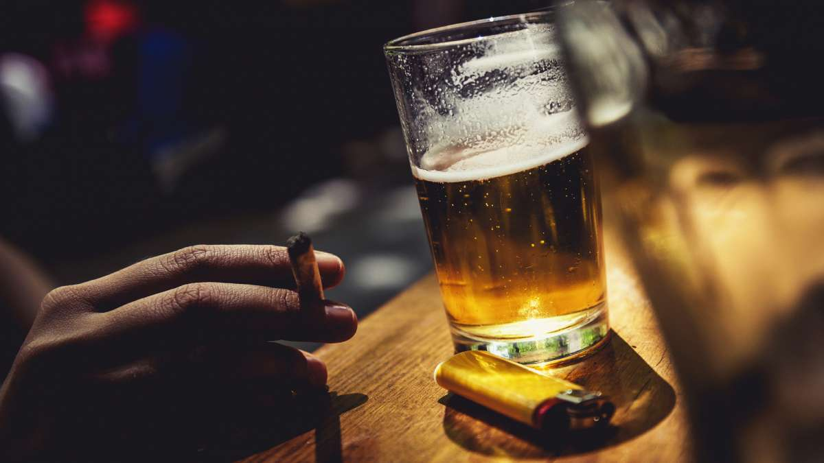 Smoking or Alcohol: Which one is more dangerous? | Lifestyle News – India TV