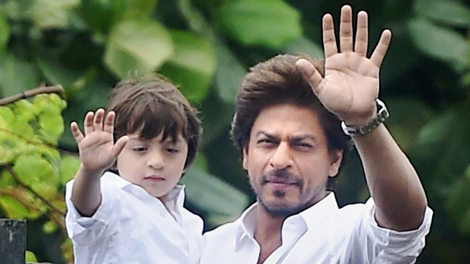 Shah Rukh Khan issues strict instruction not to click son AbRam's photos in  school | Bollywood News – India TV