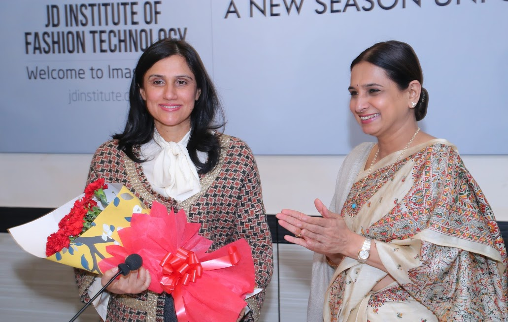 Fashion Designer Rina Dhaka Turns Mentor For The Students Of A Fashion Institute Fashion News India Tv