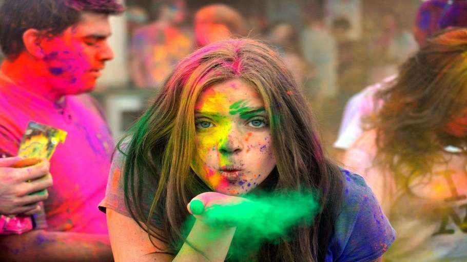 Happy Holi 2018 Whatsapp Quotes Sms Facebook Status Hd Images Greetings And Wallpapers Lifestyle News India Tv
