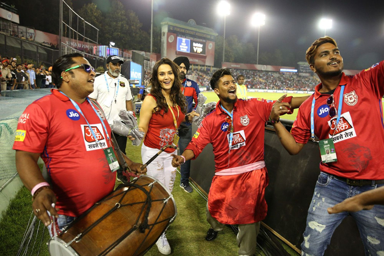 IPL 2019: Watch KXIP hero Sam Curran doing Bhangra with Preity Zinta after  claiming match-winning hat-trick | Cricket News – India TV