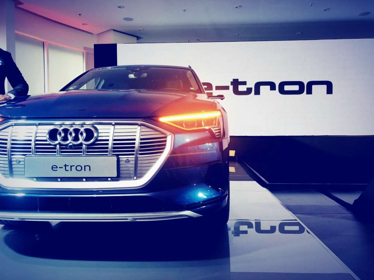 Audi enters India's electric vehicle bandwagon with e-tron; luxury SUV that  has AWD and 400km range   Cars News – India TV