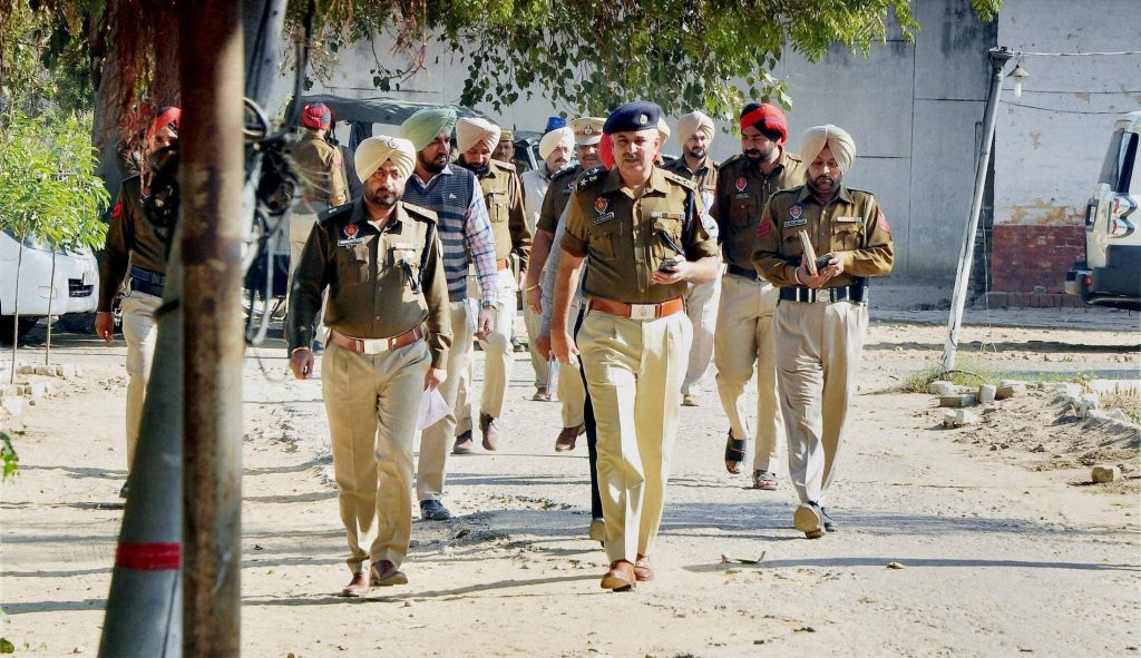 Punjab 3 Cops Home Guard Jawan Dismissed For Not Intervening As Si Attacked During Raid India News India Tv