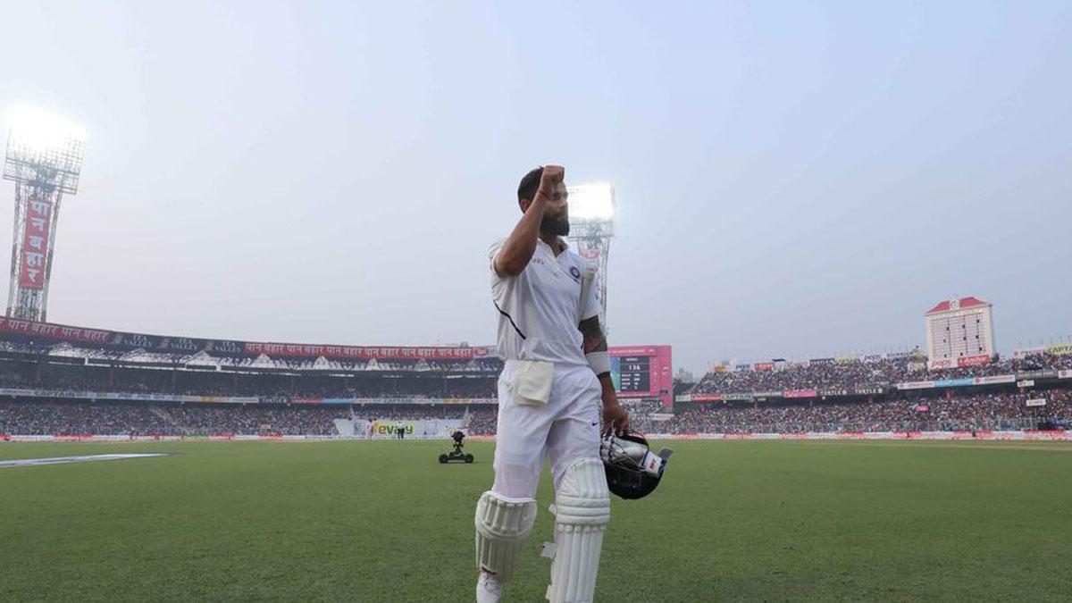 Virat Kohli Doffs His Hat To Kolkata Crowd After Day Night Test Success Cricket News India Tv