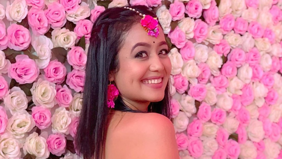 Is Indian Idol 11 Judge Neha Kakkar Getting Married On The Show Watch Viral Video Tv News India Tv