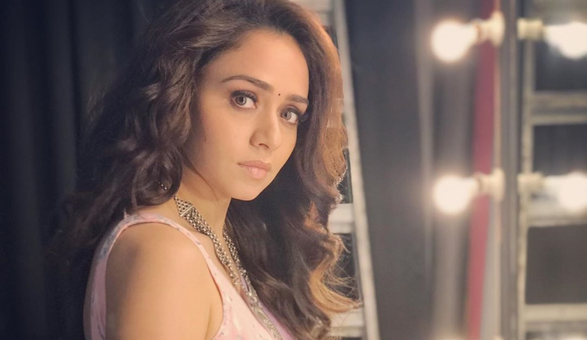 Malang Actress Amruta Khanvilkar Donates 1 Lakh In Fight Against Covid 19 Celebrities News India Tv