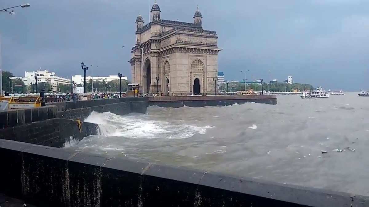 Rainbow at Gateway of India as heavy rains continues in Mumbai ...