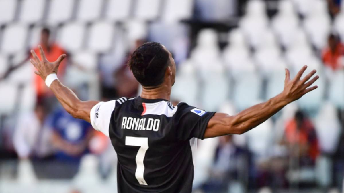 cristiano ronaldo scores from free kick as juventus beat torino 4 1 football news india tv cristiano ronaldo scores from free kick