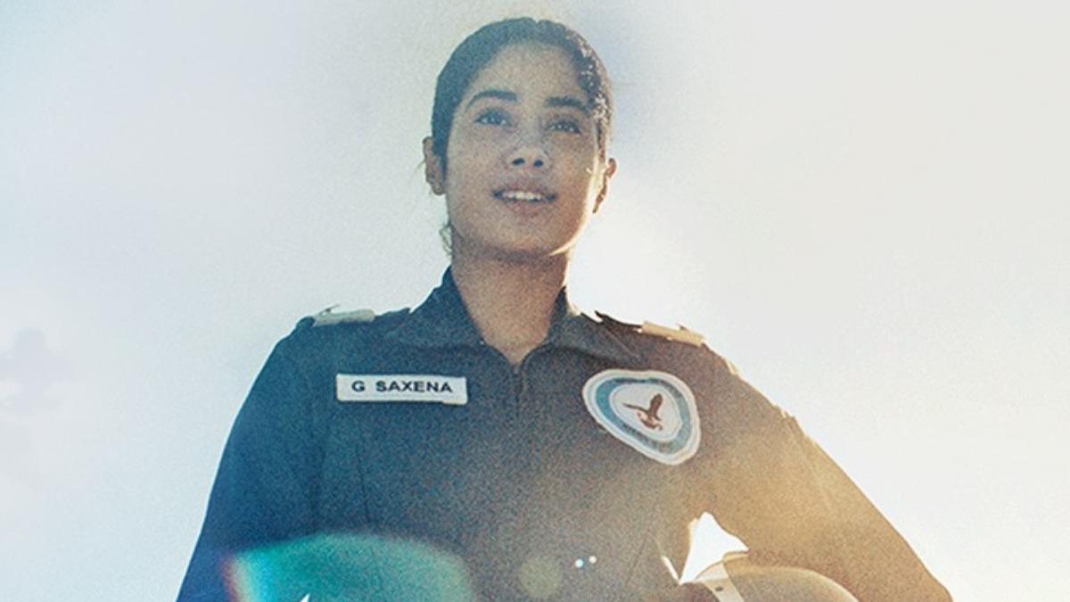 Janhvi Kapoor Exudes Confidence As Iaf Pilot In Gunjan Saxena The Kargil Girl New Song Asmaan Di Pari Music News India Tv