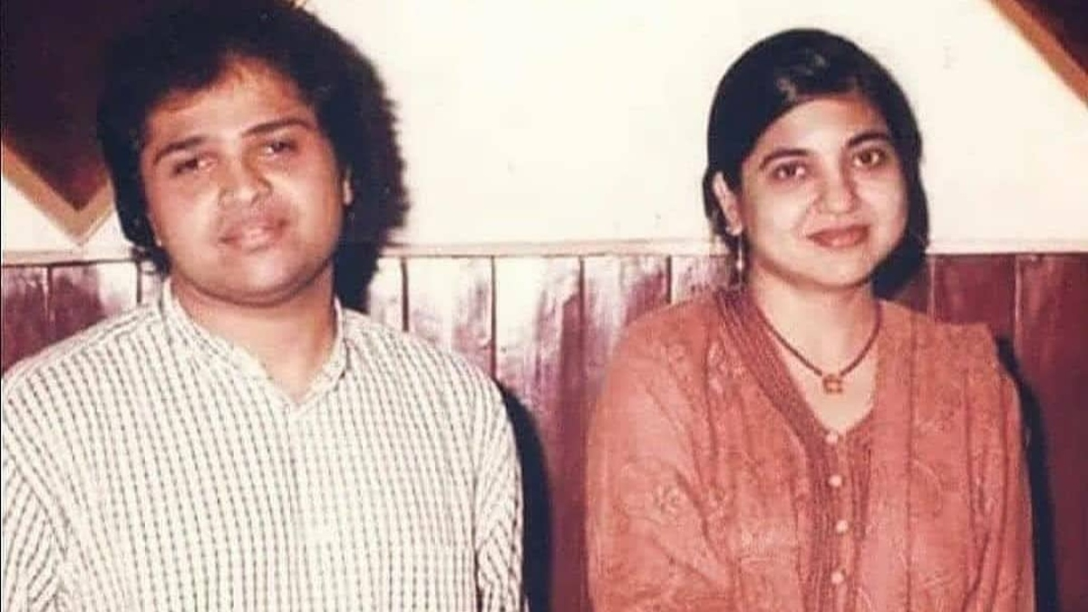 Himesh Reshammiya's old pic with Alka Yagnik goes viral, singer is totally  unrecognisable   Celebrities News – India TV
