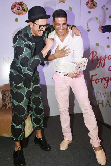 Ranveer Singh and Akshay Kumar's bromance grabs eyeballs at Twinkle
