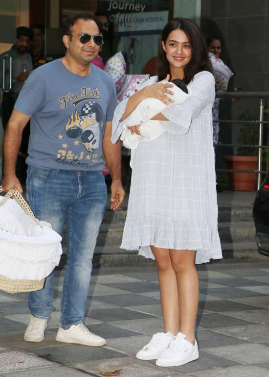 India Tv - Surveen Chawla takes her baby Eva home, check out