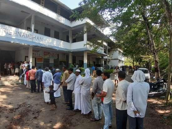 India Tv - Long queue of voters in Wayanad