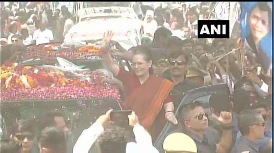 India Tv - Sonia Gandhi holds roadshow in Raebareli