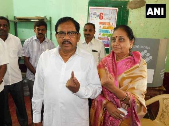 India Tv - Karnataka Deputy CM G Parameshwara, wife cast vote