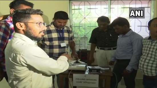 India Tv - Voting halted at 2 booths in Odisha's Bolangir