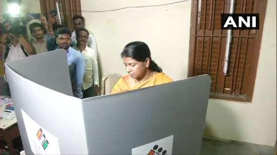 India Tv - Kanimozhi casts her vote in Chennai's Alwarpet