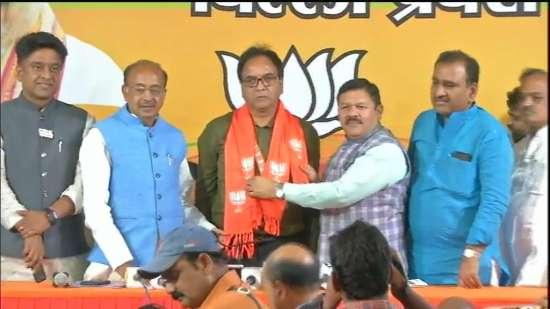 India Tv - Aam Aadmi Party MLA Anil Bajpayi joins BJP
