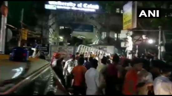 India Tv - Clashes break out during Amit Shah roadshow outside Calcutta University