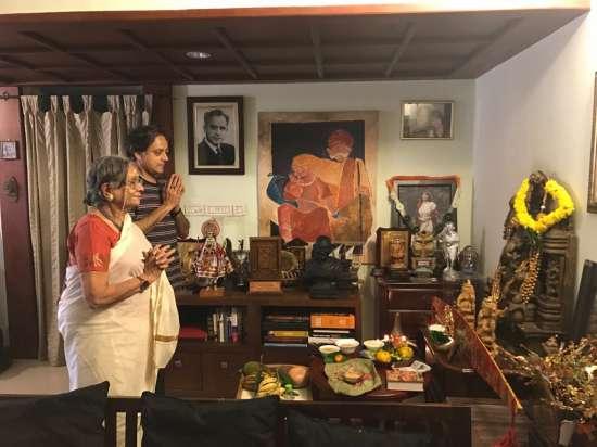 India Tv - Shashi Tharoor offers prayers