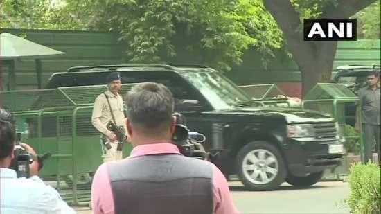 India Tv - Priyanka Gandhi leaves from Rahul Gandhi's residence