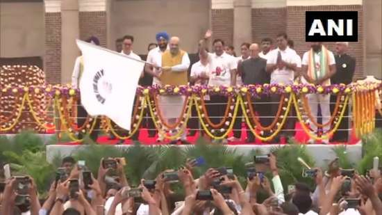 India Tv - Amit Shah flags off 'Run For Unity' at National St