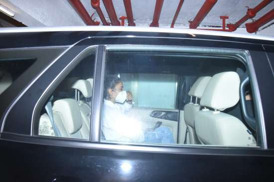 India Tv - Rakul Preet Singh clicked outsider her Mumbai residence as she arrives from Hyderabad