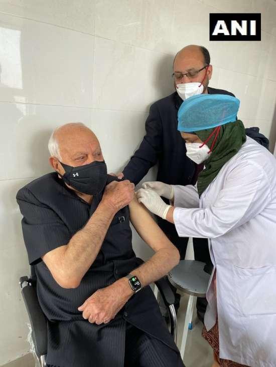 India Tv - Farooq Abdullah vaccinated
