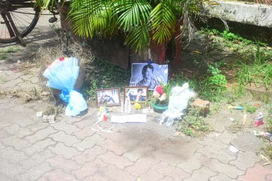 India Tv - Banners, candles and posters outside Sushant Singh