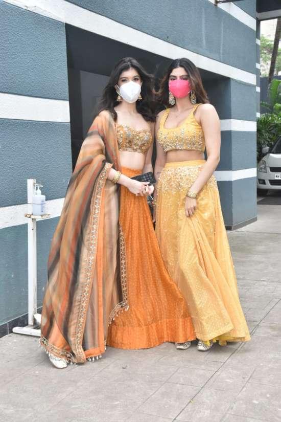 India Tv -  Shanaya and Khushi Kapoor