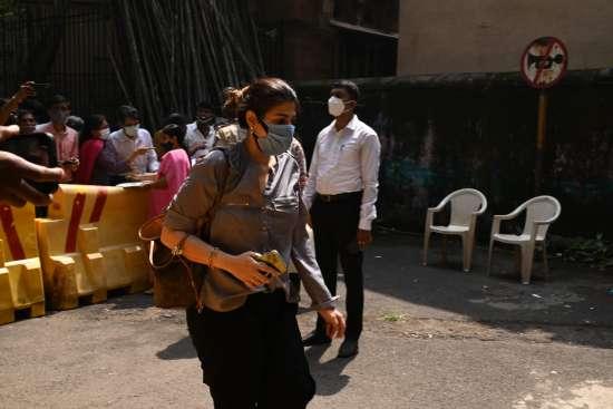India Tv - Shah Rukh Khan's manager Pooja Dadlani