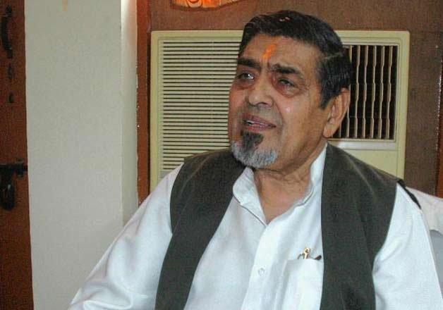 Delhi court asks CBI to act against Tytler for providing