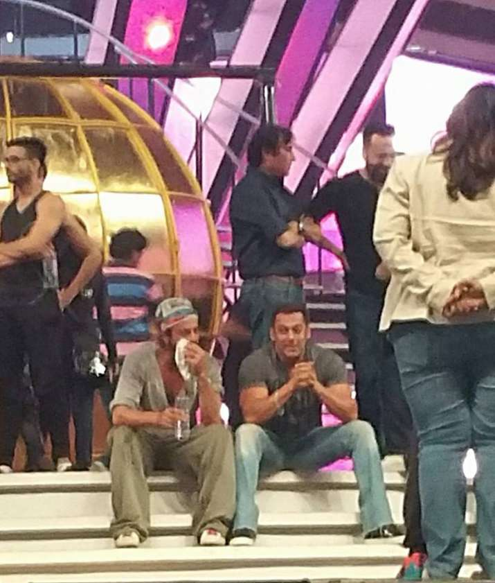 India Tv - Salman and SRK rehearsing for an award show