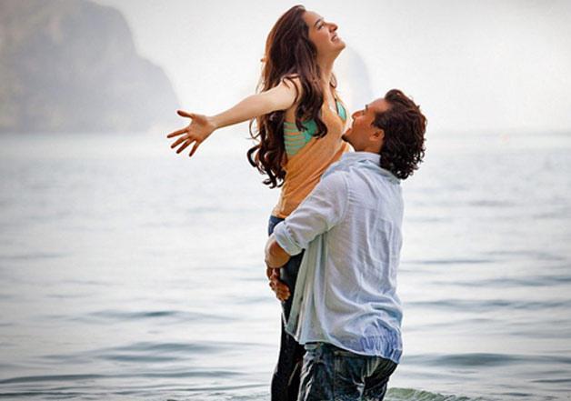 Shraddha Kapoor and Tiger Shroff in a still from song 'Sab