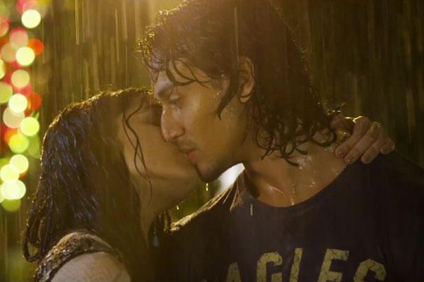 India Tv - Shraddha Tiger Kiss