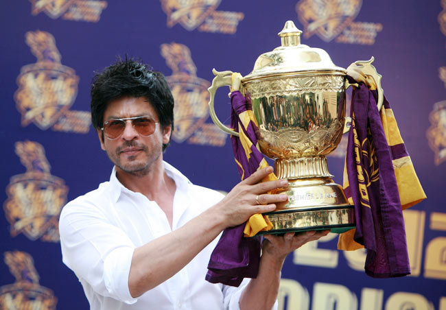 Shah Rukh Khan with IPL trophy