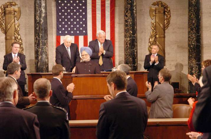 India Tv - Former PM Manmohan Singh addressing the US Congress in 2005