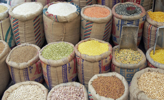Pulse prices ease; edible oil, maize costlier