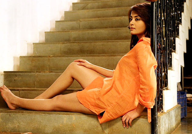 Surveen chawala confesses facing casting couch in film - Casting couch in indian film industry ...